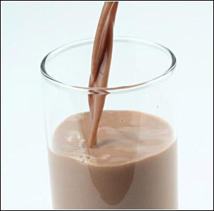 молочный шоколад, наливая, сладкий, протеиновый напиток.